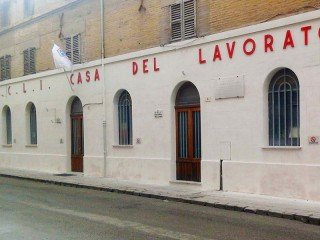La facciata della sede dell'ACLI Associazioni Cristiane Lavoratori Italiani in via Cavallotti 10 a Senigallia