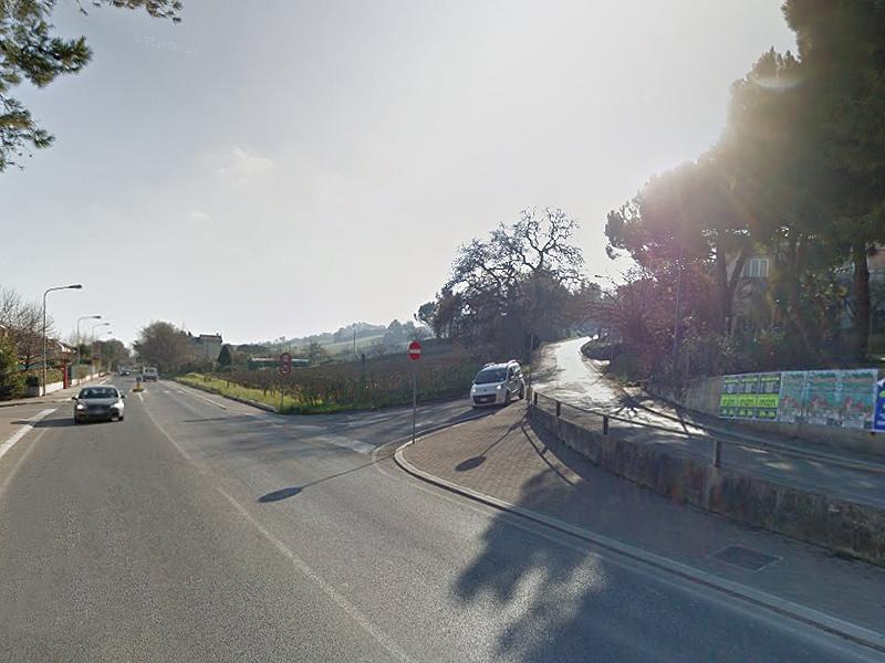 L'incrocio a Senigallia tra Strada delle Saline (sx) e Strada del Cavallo (dx)