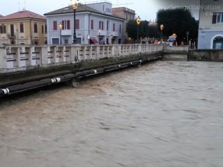 La piena del fiume Misa a Senigallia