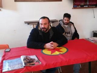 Gli attivisti dell'Arvultura durante la conferenza stampa per annunciare che il loro compagno KArim Franceschi è a Kobane a fianco dei combattenti kurdi