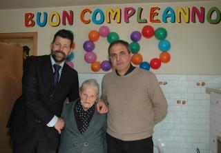 Maurizio Mangialardi e Faustino Conigli hanno festeggiato i 100 anni di Ida Piagnerelli
