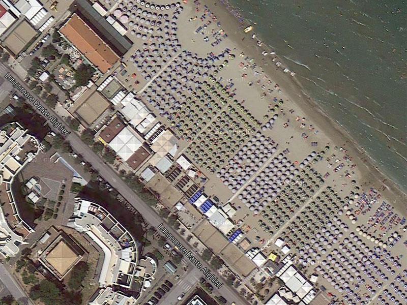 Veduta aerea di un tratto del lungomare e della spiaggia di Senigallia