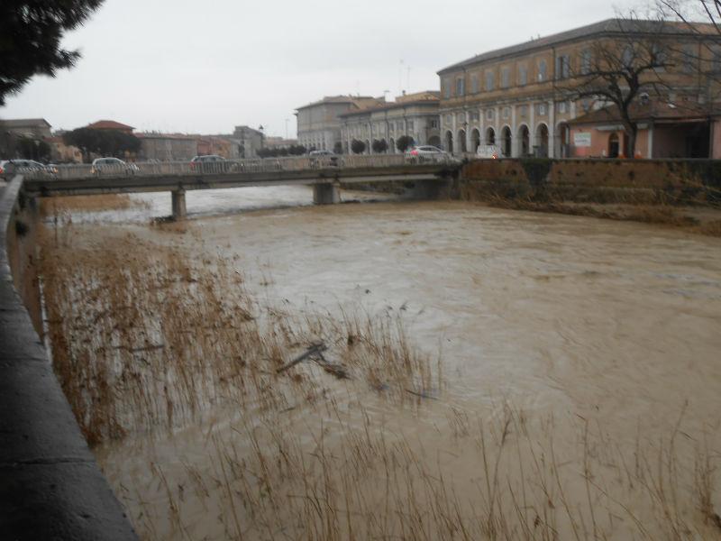 Il ponte Garibaldi sul fiume Misa, a Senigallia