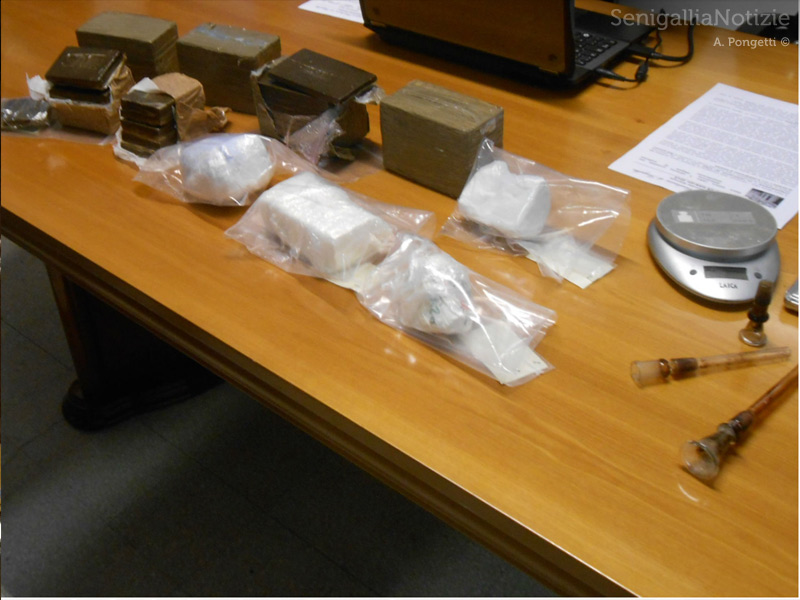 Primo piano della droga sequestrata dai Carabinieri