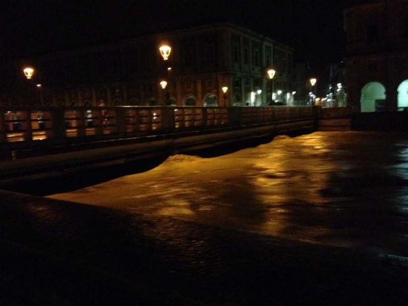 Il fiume Misa ingrossato dalla pioggia la notte del 5 marzo 2015 - Foto di Riccardo Pizzi