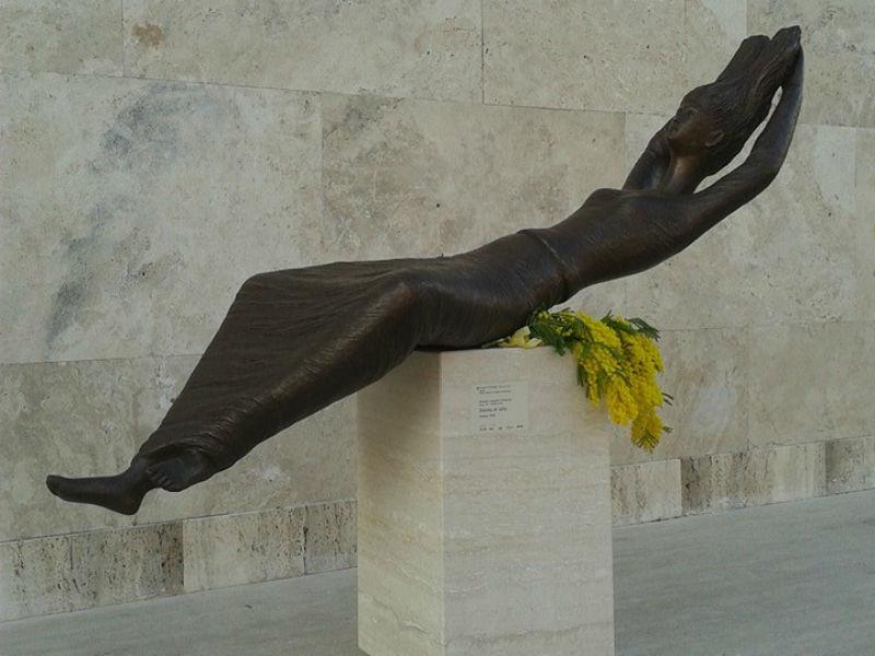 Donna al sole di Romolo Augusto Schiavoni