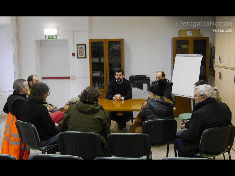 l'incontro tra il sindaco di Senigallia Maurizio Mangialardi e i residenti di Molino Marazzana