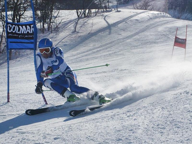 l'atleta Massimo Della Rocca dello Sci Club Senigallia 'G.Panei' ai campionati regionali di sci del Comitato regionale umbro-marchigiano FISI