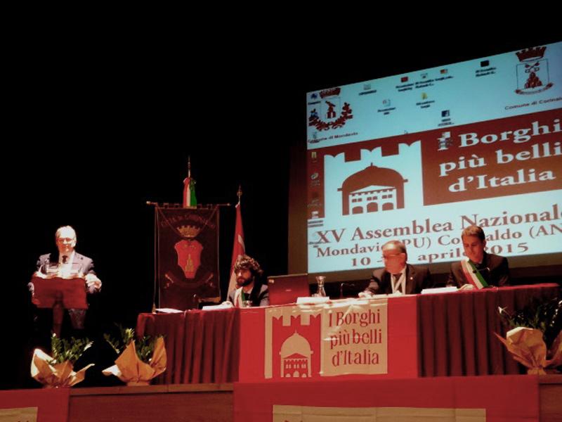 Il presidente della Regione, Spacca, con i sindaci di Corinaldo e Mondavio all'assemblea nazionale dei Borghi più belli d'Italia
