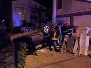L'auto cappottata a Senigallia dopo l'incidente in via Sanzio