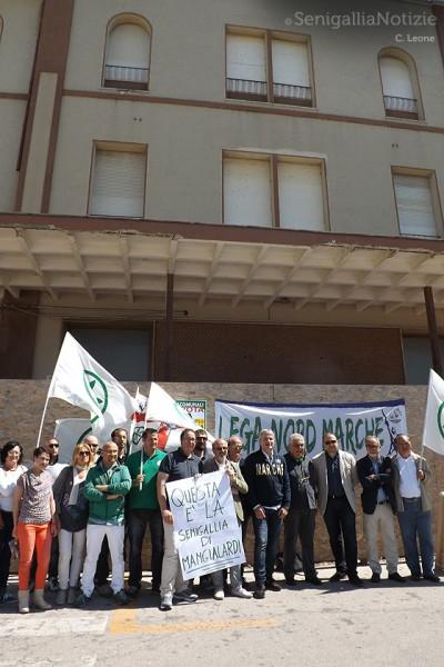La Lega Nord a Senigallia, sotto l'hotel Marche