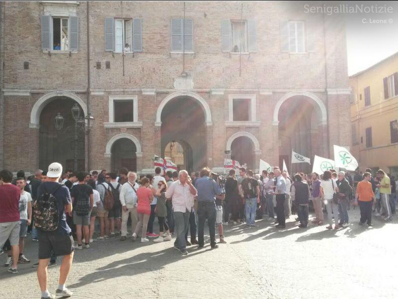 Piazza Roma dopo il comizio di Salvini
