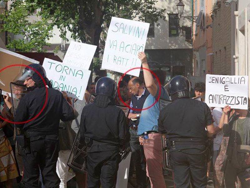Simone Ceresoni in piazza durante le contestazioni a Matteo Salvini