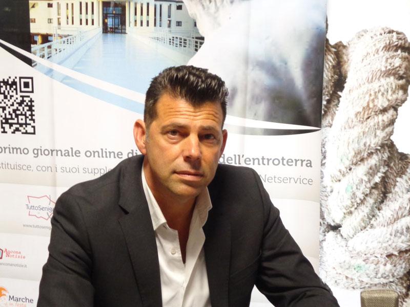 Maurizio Mangialardi durante l'incontro con Franco Giannini