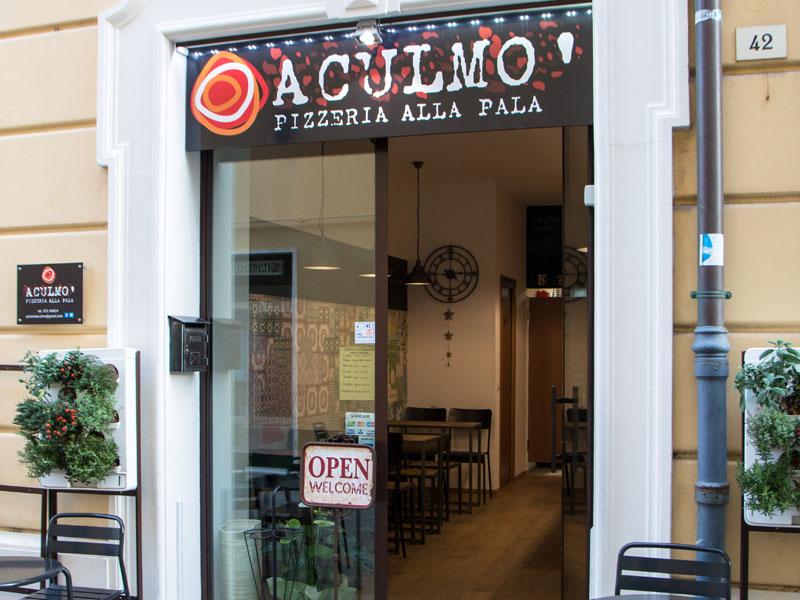L'ingresso della pizzeria alla pala Aculmò di Senigallia