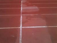 Manto in degrado alla pista di atletica delle Saline
