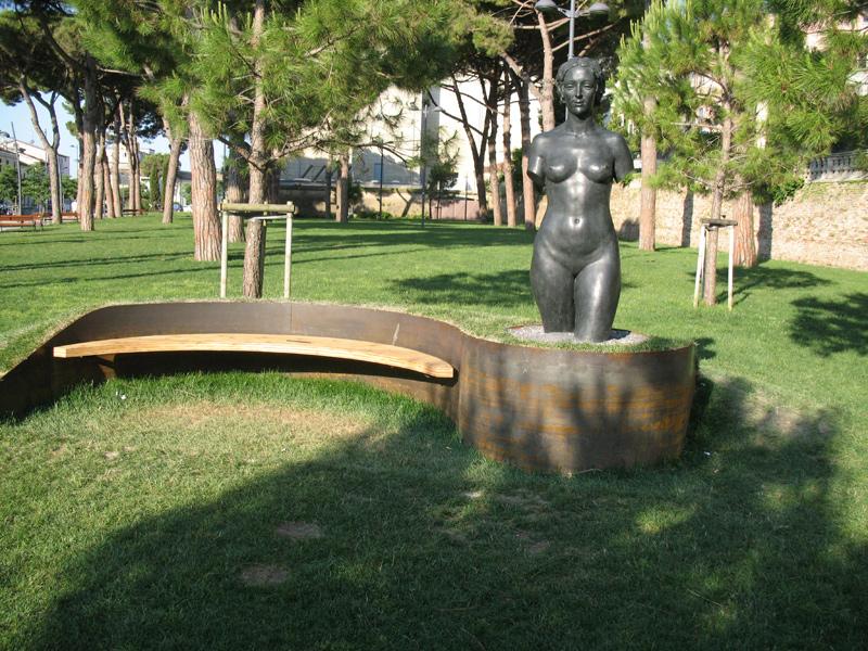 """L'opera """"Grande Eva"""" di Silvio Ceccarelli ai giardini Catalani di Senigallia"""