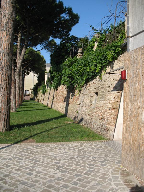 Le mura storiche di Senigallia visibili ai giardini Catalani