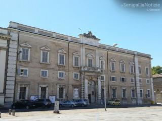 Piazza Garibaldi, il palazzo Vescovile