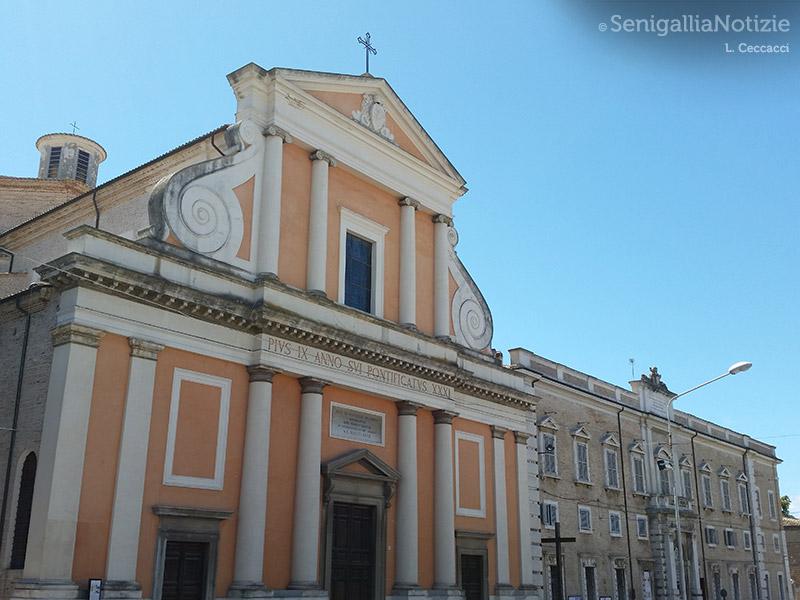 Piazza Garibaldi, il Duomo e il palazzo Vescovile