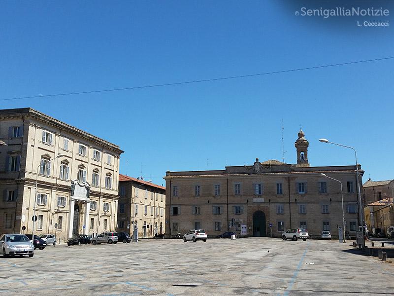 Piazza Garibaldi, la scuola Fagnani e l'ex-Collegio Pio IX