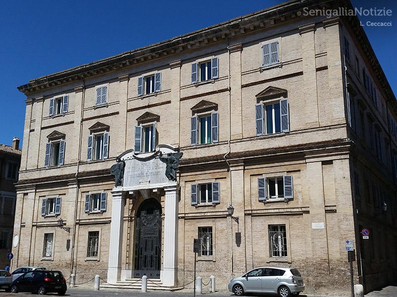 Piazza Garibaldi, la scuola Fagnani