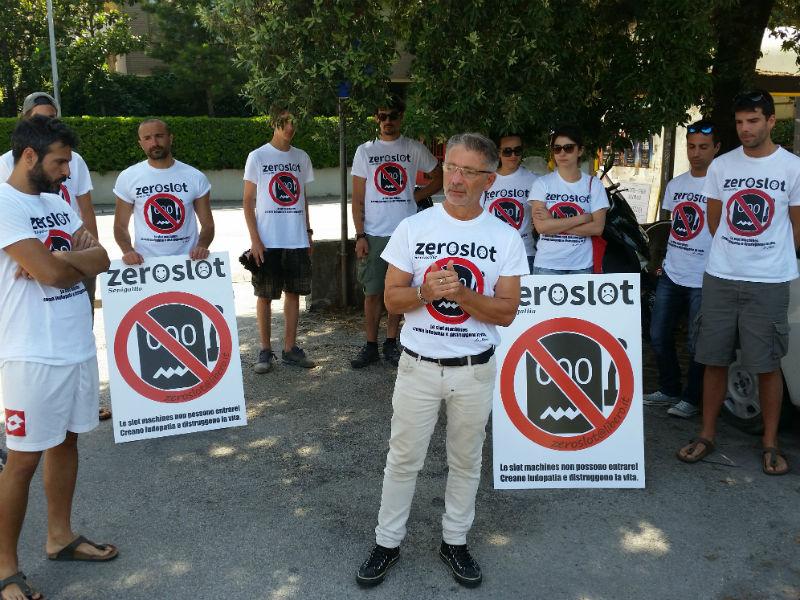 Fabrizio Mastrogiacomi e i soci dell'Associazione Zeroslot
