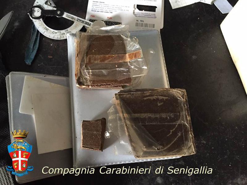 L'hashish recuperata dai Carabinieri di Senigallia a Pianello di Ostra