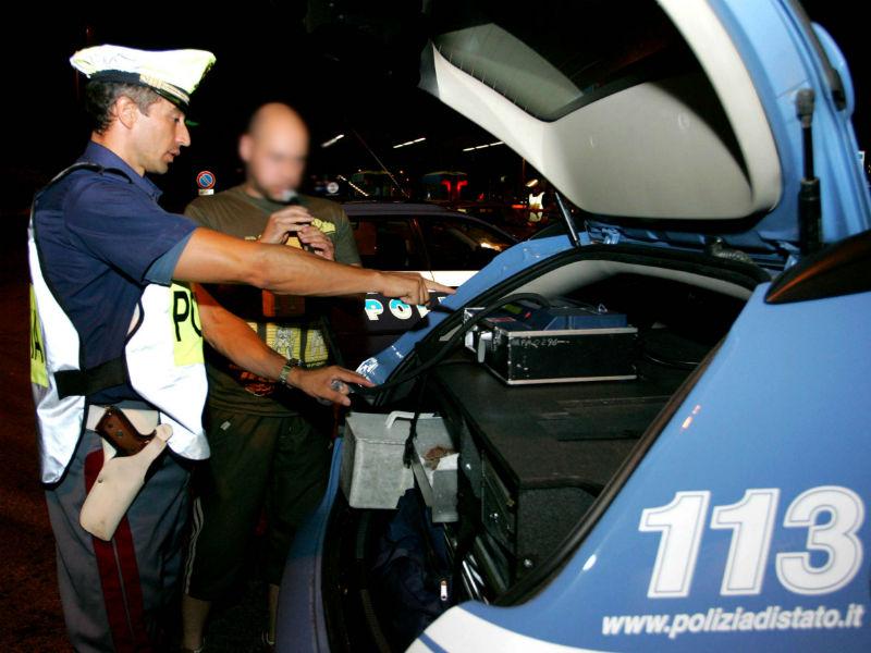 Controlli della Polizia con l'alcoltest