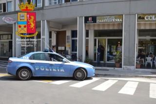 Furto con spaccata al bar Colosseo di Senigallia: indaga la Polizia