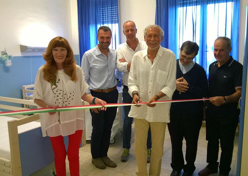 Taglio del nastro a Ostra Vetere per la consegna dei nuovi strumenti alla fondazione Marulli dove si è parlato di movimento e alimentazione per l'assistenza agli anziani