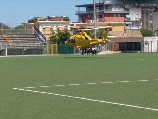 L'eliambulanza del 118 atterrata e ripartita dallo stadio G.Bianchelli di Senigallia