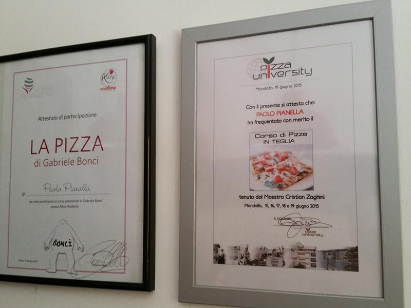 Attestati di frequenza a corsi alla Pizzeria alla Pala Aculmò di Senigallia