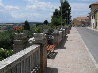 Scapezzano: balconata di via Fratti