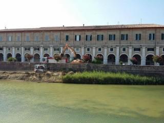 Pulizia del letto del fiume Misa a Senigallia