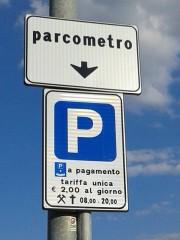 Il cartello che segnala il parcometro di Villa Torlonia