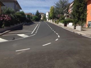 Via Pascoli a Trecastelli dopo l'intervento su pavimentazione e fogne