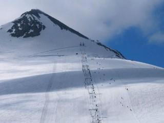 Il passo dello Stelvio attrezzato con impianti per tutti gli appassionati di sci e snowboard