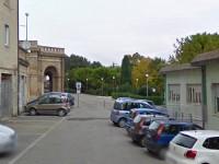 Il loggiato prospiciente i giardini dell'ex Foro Boario, nei pressi della piazza Giovanni XXIII di Osimo