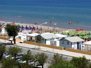 La spiaggia e gli stabilimenti balneari al Ciarnin di Senigallia