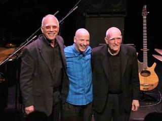 Il trio di Steve Kuhn: Steve Kuhn al piano, Steve Swallow al basso elettrico e Joey Baron alla batteria
