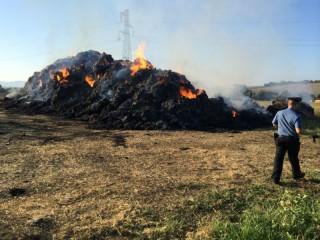Incendio di balle di paglia a Montemarciano
