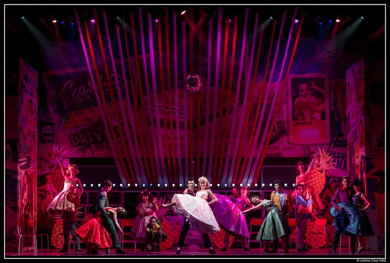 """Lo spettacolo """"Grease"""", il musical che ha animato e coinvolto centinaia di spettatori al teatro La Fenice di Senigallia. Foto di Lorenzo Ceva Valla"""