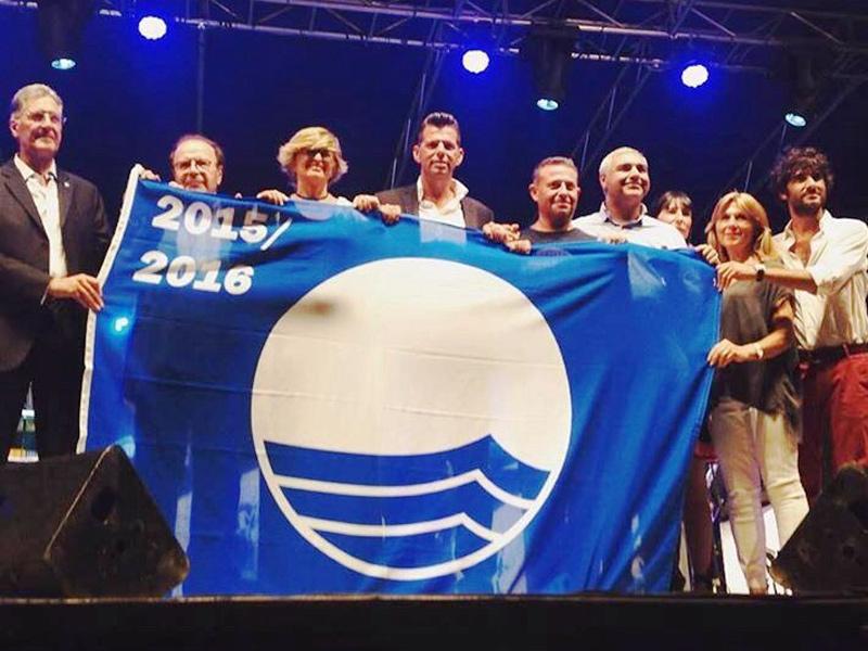 Consegnata sul palco del Summer Jamboree la Bandiera Blu a Senigallia