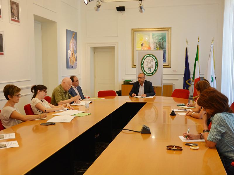 Consiglio regionale marche tagli per ufficio presidenza e for Ufficio presidenza