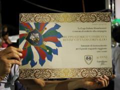 La pergamena per i 35 anni di attività del gruppo storico di Corinaldo Combusta Revixi