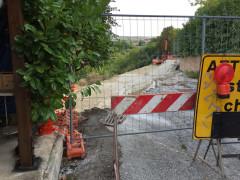 I lavori per il ripristino di via Circonvallazione, a Castelleone di Suasa, dopo la frana del 2011
