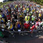 I partecipanti alla gara ciclistica Parigi Brest Parigi (Paris-Brest-Paris)