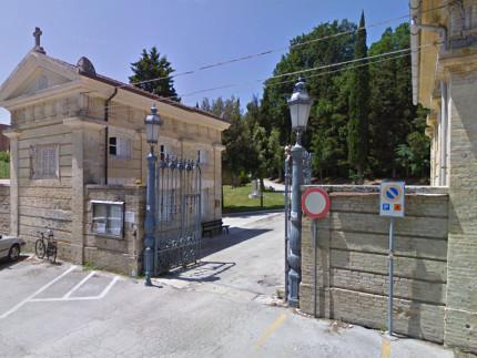 L'ingresso del Cimitero delle Grazie a Senigallia (parte bassa)