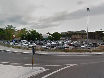 Il parcheggio dell'ospedale di Senigallia in strada del Camposanto vecchio